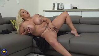 kinky mature sex bomb with hungry ass and pussy