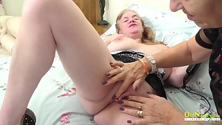 oldnanny mature lesbian licking session and toys